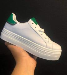Bele superge z zeleno in srebrno