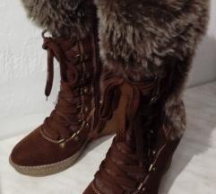 Škornji z mucko -rezervirano-