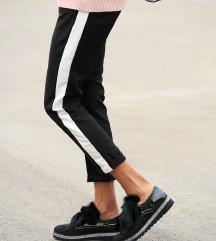 ZNIŽ.Črno bele hlače s črto