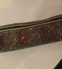 Puščica ali kozmetična torbica