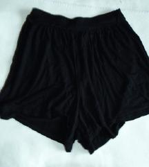 Nenošene udobne kratke hlače z visokim pasom