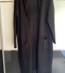 modna  daljša  črna  jopica   z resicami