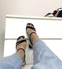 Črni sandali s peto