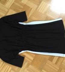 Črna obleka z belo črto