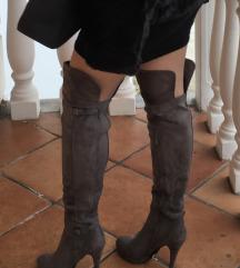 overknee škornji čez koleno