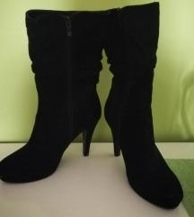 Ženski salonarji in škornji