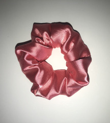 Nov scrunchie