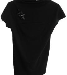 Črna obleka z okrasnimi kamni
