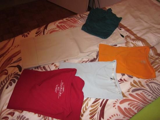 majčke različne št.M+kapri hlače št.M