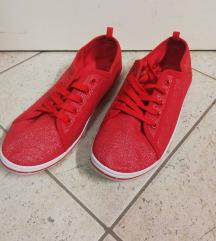 rdeči nizki čevlji