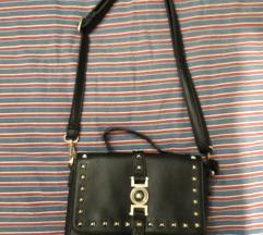 Črna torbica z neti