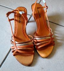 Oranžni novi sandali