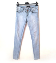 ZNIŽ.Svetle ripped jeans
