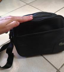 Črna Lacoste torbica