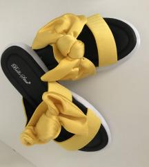 rumeni natikači / sandali z mašno