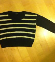 Krajši črtast pulover