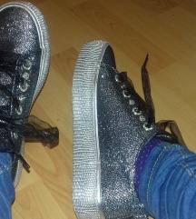 Bleščeči čevlji