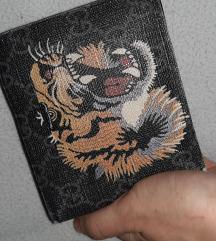Dve različni moški denarnici Gucci