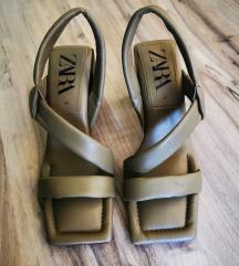 Vojaško zeleni sandali Zara