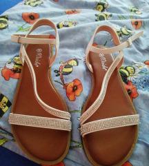 Novi beli sandali