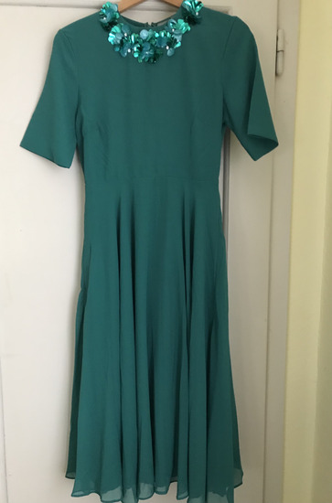 zelena midi obleka z okrašenim ovratnikom