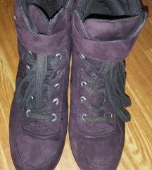 Čevlji s skrito peto