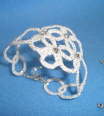 Belo-srebrna zapestnica s kristalčki