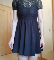 črna čipkasta obleka
