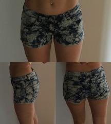 Kratke hlače M