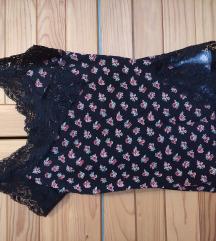 Majica s čipko in rožami