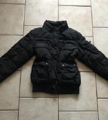 Črna zimska bunda