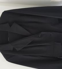 Lep črn hlačni kostimček