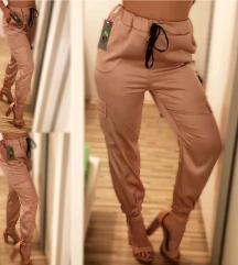Roza hlače videz satena