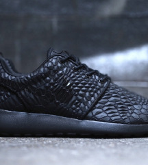 Nike Roshe diamond black