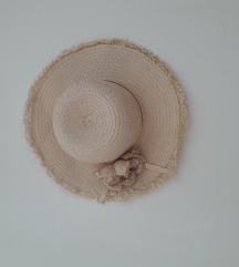Slamnat klobuk