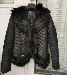 NOVA črna bunda z umetnim krznom - S
