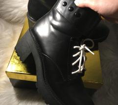Bershka čevlji 38 nikoli nošeni