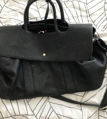 izjemno prostorna usnjena torba