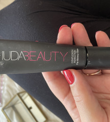 Huda beauty Complection perfection