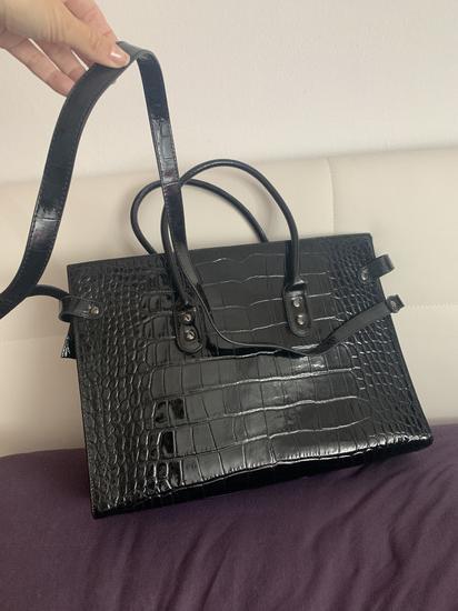Usnjena črna torbica