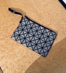 Siva roćna torbica