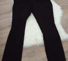 Črne elegantne hlače na črto (postnina vsteta)