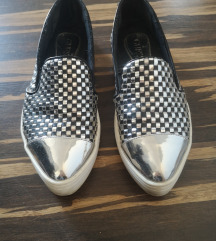 GUESS Slip on 37