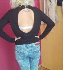 pulover z izrezom na hrbtu
