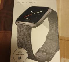 Fitbit versa special edition pametna ura