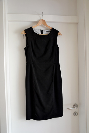 Elegantna črna telirana obleka Orsay