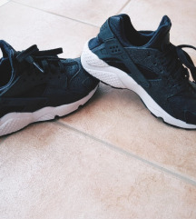 NIKE AIR HUARACHE BLACK LACE