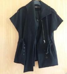 Črn plašč s kratkimi rokavi