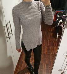 Raztegljiv puloverček z razporki
