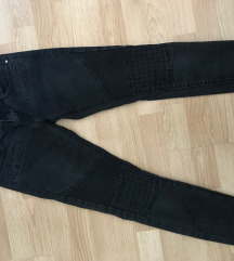 Črne dolge hlače